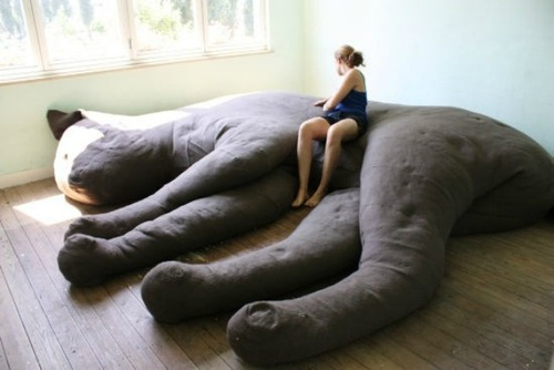 giant-cat-sofa-unfold-with-person