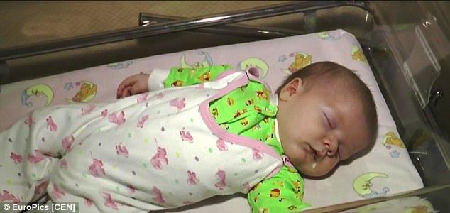 病院に搬送された赤ちゃん