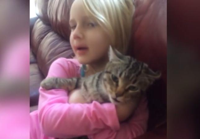 歌う猫と少女